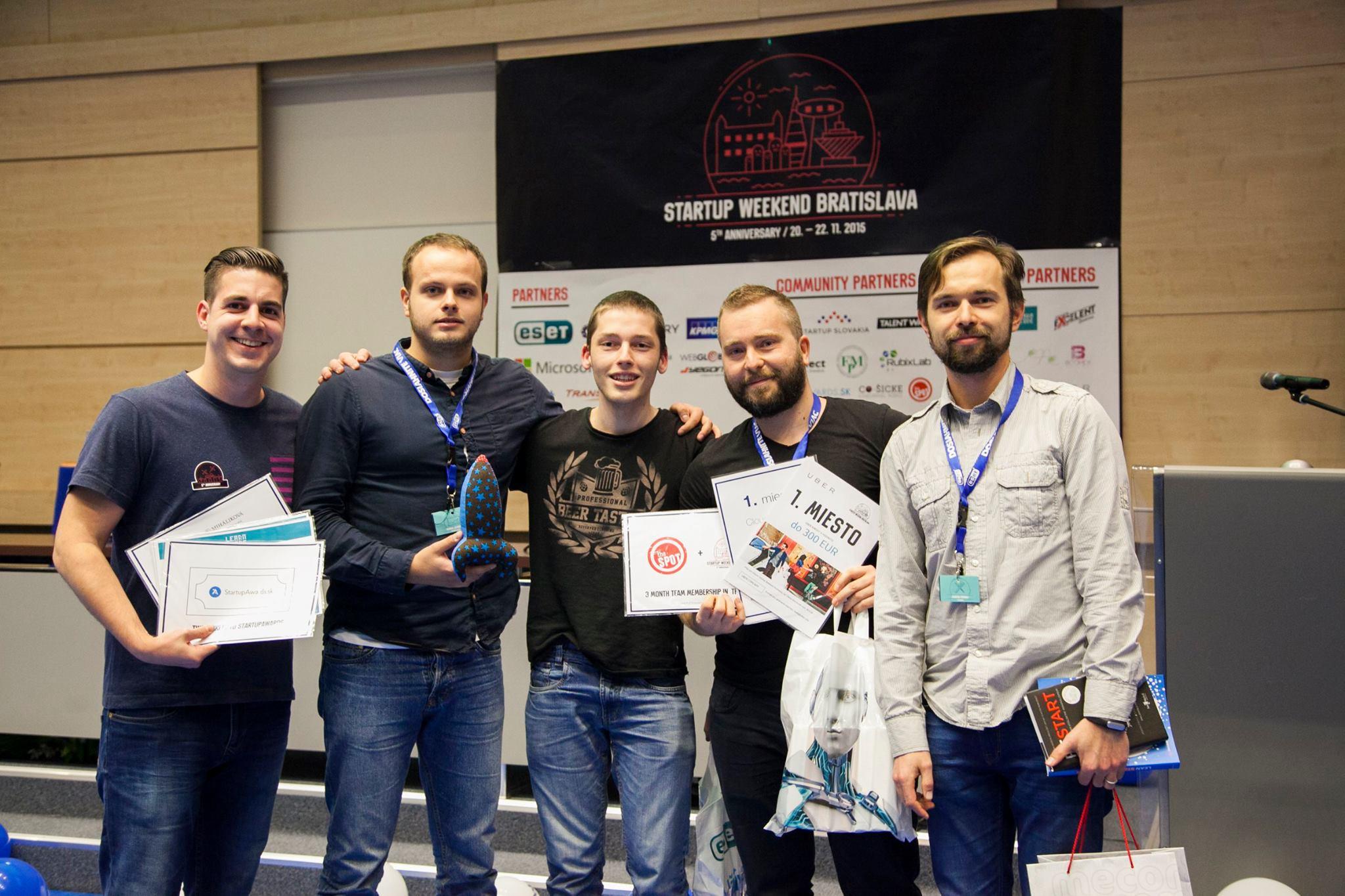 Víťazný tím na Startup Weekende v Bratislave, 2015 (Martin v strede)