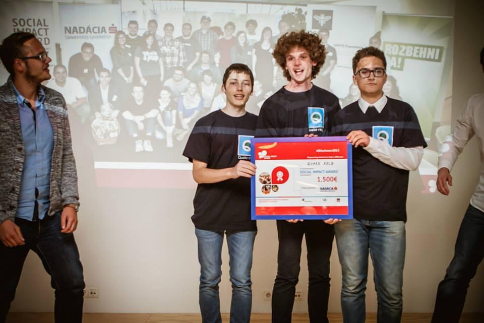 Martin (druhý zľava) s tímom na Social impact Awards