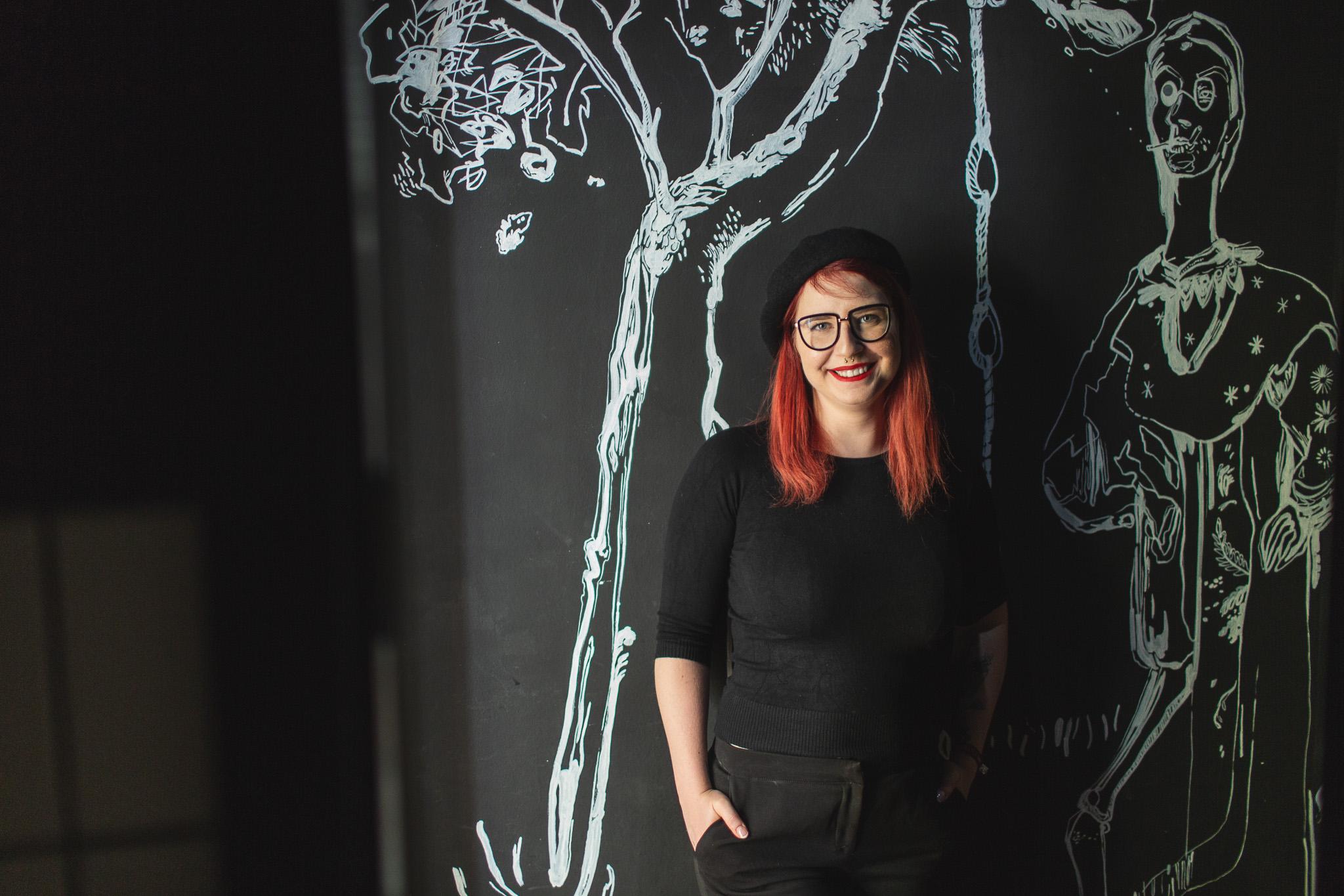 Martina s typickými Mad Drop ilustráciami
