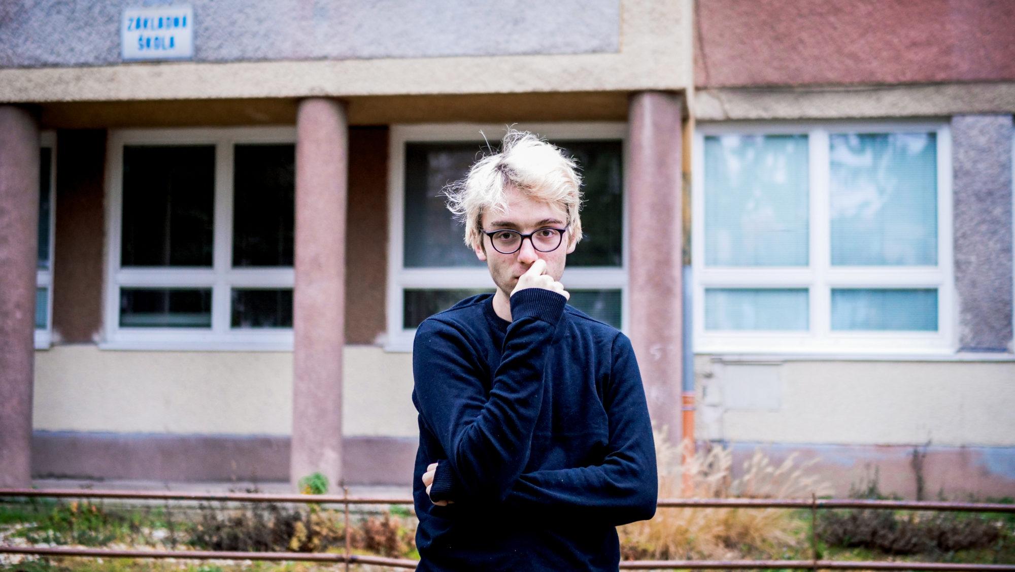 Emo už počas základnej školy točil videá a organizoval školské podujatia