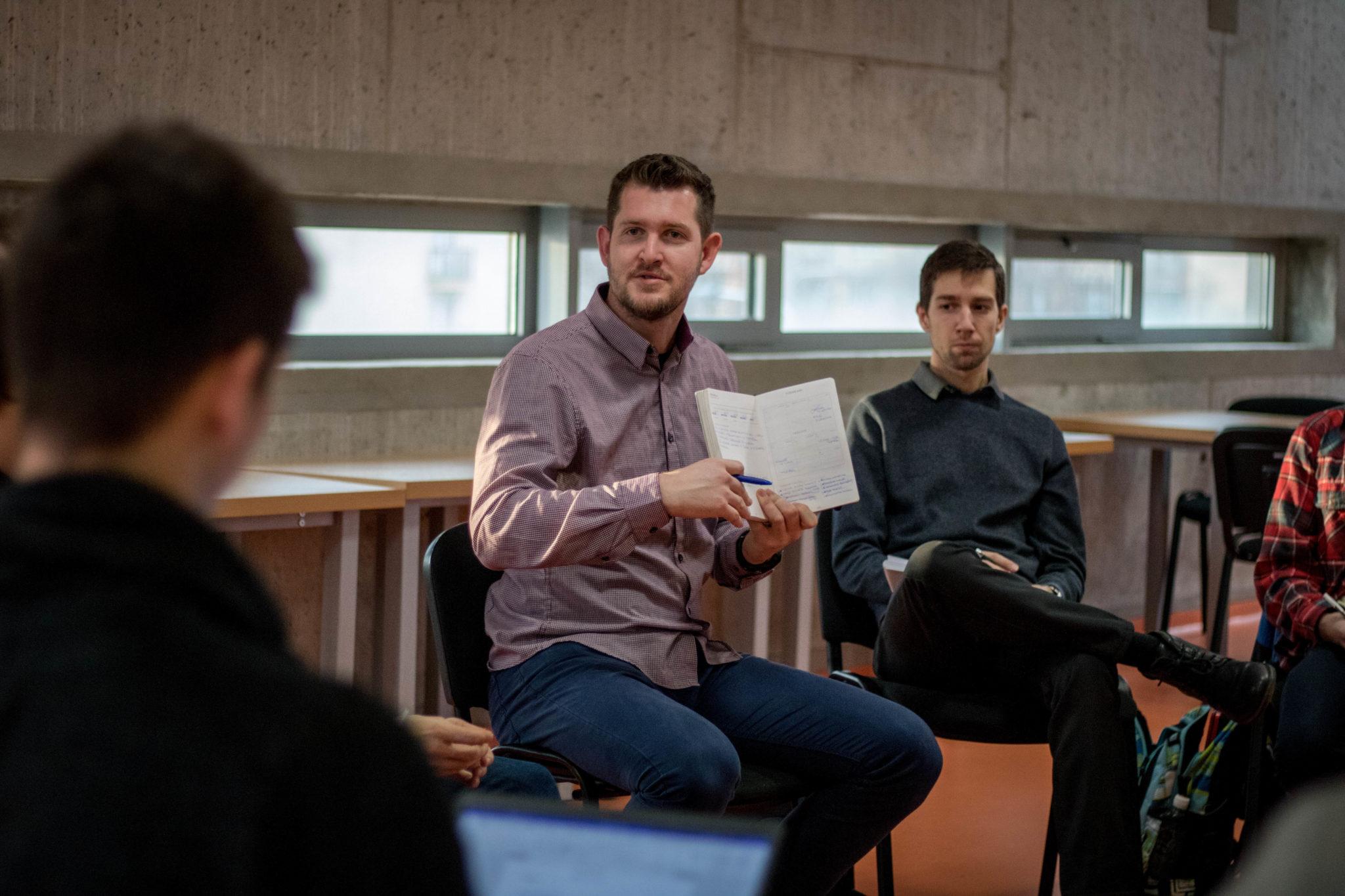 Náš nový spolupracovník Juraj Šimkovič na workshope o tom, ako naštartovať svoj deň