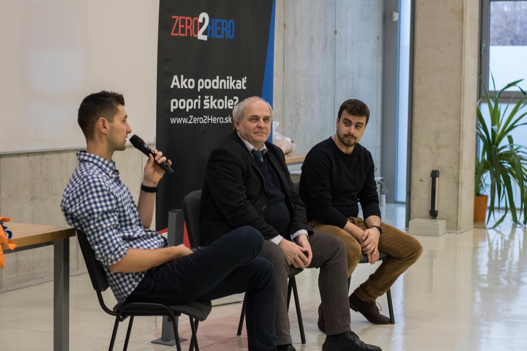 V diskusii s Františkom Jakabom (v strede) a Marekom Lavčákom (tretí zľava) na Robím veci navyše Tour Košice