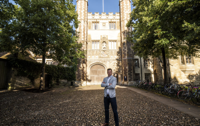 """Juraj Smolka z Cambridge Study: """"Človek nemusí byť milionár, aby si mohol dovoliť vzdelanie v zahraničí."""""""